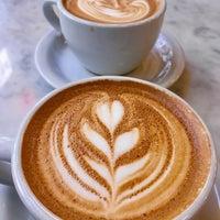 Foto tirada no(a) Gotham Coffee Roasters por Elvan S. em 3/31/2018