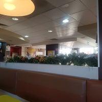 Photo taken at McDonald's by Xerardo R. on 9/10/2017