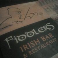 Foto tomada en Fiddlers Irish Bar por Karlo G. el 4/11/2013