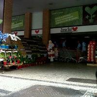 12/16/2012 tarihinde Andréa B.ziyaretçi tarafından Supermercado Zona Sul'de çekilen fotoğraf