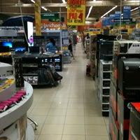 Foto tirada no(a) Hiper Bompreço por Juliana N. em 1/30/2013