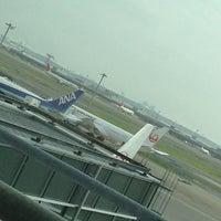 Photo taken at JAL Sakura Lounge - International Terminal by H M. on 7/27/2013