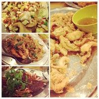 Photo taken at Restoran Muhibbah Seafood by Lish L. on 12/6/2012