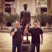 Das Foto wurde bei 12th Man Statue von Ben T. am 5/24/2013 aufgenommen