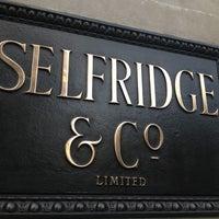 Photo prise au Selfridges & Co par Alexandra S. le11/7/2012