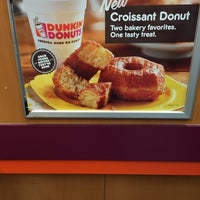 Photo taken at Dunkin' Donuts by ruslana e. on 11/21/2014