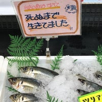 Photo taken at 竹野鮮魚店 by Shun K. on 11/17/2017
