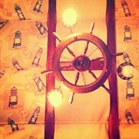 12/8/2012 tarihinde gokceziyaretçi tarafından Misina Balık Restaurant Fenerbahçe'de çekilen fotoğraf