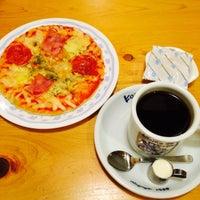 Photo taken at Komeda's Coffee by _wa_ on 1/18/2015