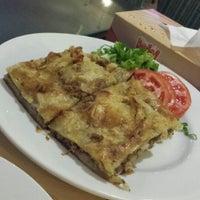 Photo taken at el3ezba Restaurant مطعم العزبة by MARiHAM A. on 8/15/2014