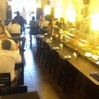 Foto tirada no(a) Kanzen Sushi e Temakeria por Alessandra L. em 9/18/2012