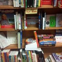 Das Foto wurde bei Unabridged Books von Stevie T. am 6/13/2013 aufgenommen