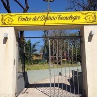 Foto tomada en Centro del Distrito Tecnológico (Ex Confitería Zoo del Sur) por anette04 el 9/24/2013