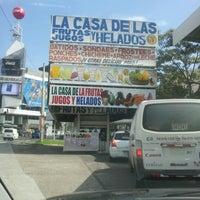 Foto tomada en La Casa de las Frutas, Jugos y Helados por Alexis R. el 11/2/2012