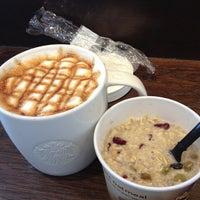 Das Foto wurde bei Starbucks von Stephen W. am 4/14/2013 aufgenommen