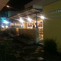 Photo taken at Kampoeng Steak by Sison Pasoepati Solo P. on 10/11/2012