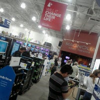 Photo taken at Best Buy by Jeanette P. on 11/25/2012