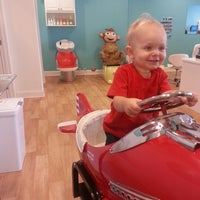 Photo taken at Giggles Cuts For Kids by Marybeth C. on 8/1/2013