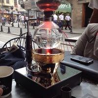 6/23/2014 tarihinde Sema B.ziyaretçi tarafından Coffeetopia'de çekilen fotoğraf