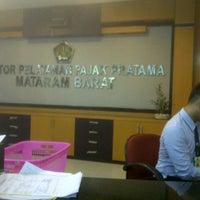 Das Foto wurde bei Kantor Pelayanan Pajak Pratama Mataram Barat von SUPRIYANTHO K. am 11/10/2014 aufgenommen