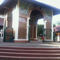 Photo taken at Masjid Ukhuwah Islamiyah (Mesjid UI) by Hendronovianrie A. on 1/4/2013