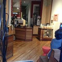 1/8/2013 tarihinde Eddie Q.ziyaretçi tarafından Oslo Coffee Roasters'de çekilen fotoğraf