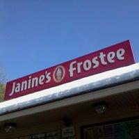 3/10/2013 tarihinde Nicole M.ziyaretçi tarafından Janine's Frostee'de çekilen fotoğraf