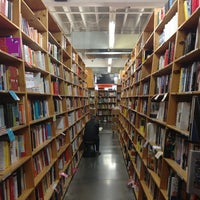 Foto scattata a Powell's City of Books da Brent G. il 3/23/2013