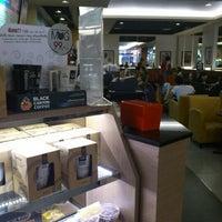 Photo taken at Black Canyon Coffee by Wa _. on 2/10/2013