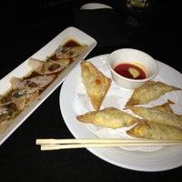 Photo prise au Wokcano Asian Restaurant & Lounge par Coco M. le2/22/2013