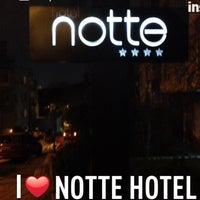 2/19/2013 tarihinde Hasan B.ziyaretçi tarafından Notte Hotel'de çekilen fotoğraf