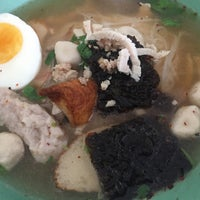 Photo taken at Seeweed And Pork Noodle Soup by Fahmai F. on 10/20/2015