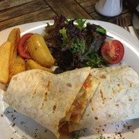 9/27/2012 tarihinde Iclal K.ziyaretçi tarafından Sehil Cafe'de çekilen fotoğraf