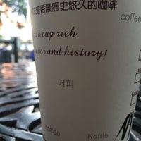 Photo taken at Kafelaku Coffee 猫屎咖啡 (上下九路) by Raşit T. on 1/18/2016
