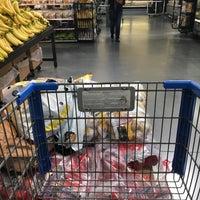 Foto tirada no(a) Walmart Supercenter por NewYorker뉴요커 em 12/31/2016