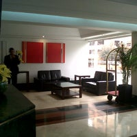 Foto tomada en Hotel NH Bogotá Metrotel Royal por Anna S. el 3/17/2013
