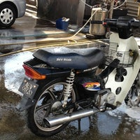 Das Foto wurde bei Shell Manual Car Wash BK2 von prithivy J. am 4/18/2013 aufgenommen