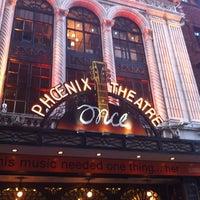 Foto tirada no(a) Phoenix Theatre por Diane em 4/23/2013
