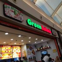 รูปภาพถ่ายที่ Green Salads โดย Bedri Y. เมื่อ 2/12/2013