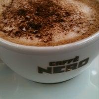 2/6/2013 tarihinde İpek E.ziyaretçi tarafından Caffè Nero'de çekilen fotoğraf