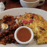 Photo taken at Hashbrowns by Rosie P. on 6/9/2013