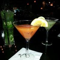 Das Foto wurde bei Twigs Bistro & Martini Bar von Courtney H. am 10/22/2012 aufgenommen