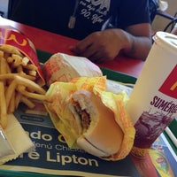 Photo taken at McDonald's Multicentro by Kauffmann K. on 12/27/2013