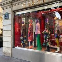 Foto tirada no(a) Gucci por Jean P. em 10/30/2017