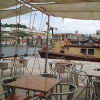 รูปภาพถ่ายที่ Café do Cais โดย İdil Müge Y. เมื่อ 4/29/2013