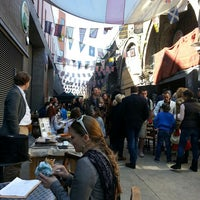 Photo prise au Maltby Street Market par Tom P. le4/20/2013