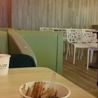 Photo taken at Fruuze Frozen Yogurt by Muhammad N. on 2/6/2016