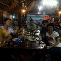 Photo taken at ร้านอาหารเรือนชาน by Puy P. on 9/22/2012