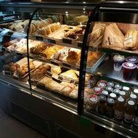 7/23/2016 tarihinde Roberto A.ziyaretçi tarafından Starbucks Santa Maria de Manquehue'de çekilen fotoğraf