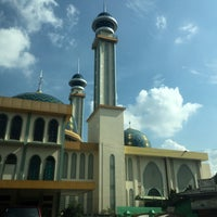 Photo taken at Masjid Agung AL-BARKAH Bekasi ® by 🐝TΛMTOMO  DΛNISWΛRΛ™ on 7/14/2016